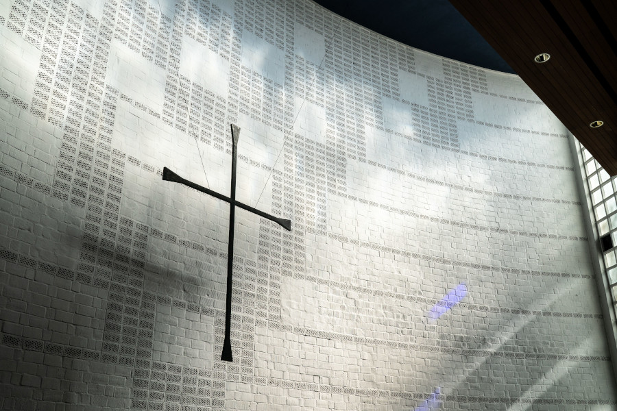 """Wer redet, wenn """"die Kirche"""" redet? Über frommes Schweigen, unfrommes Dauerreden und wohlfeile Kirchenkritik"""